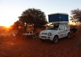 Namiot dachowy & vanlife! Wakacje na kempingu w samochodzie: przygoda, rodziny, trendy w podróży